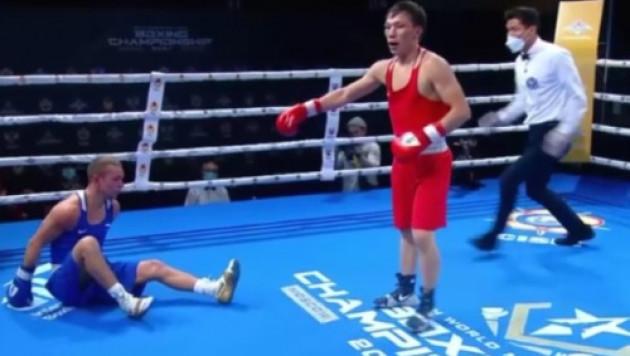 Қазақ боксшы ресейлік қарсыласын бірінші раундта жұмсақ жерімен отырғызды