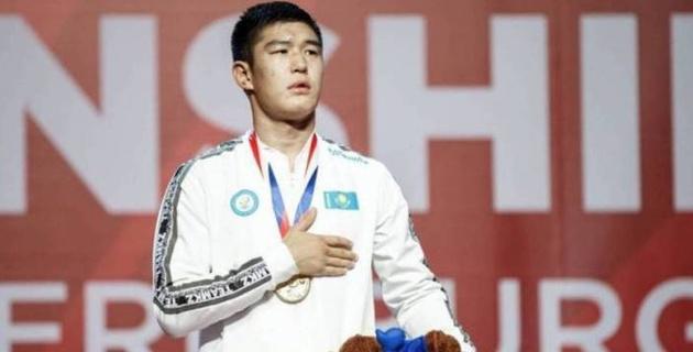 Әлем чемпионатында сенсациялық жеңіске жеткен қазақ боксшыға пәтер сыйлады