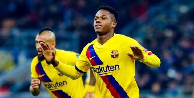 """17 жастағы """"Барселона"""" ойыншысы Чемпиондар лигасы тарихына атын жазды"""