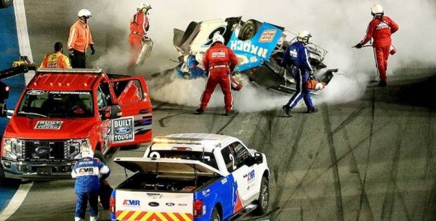 NASCAR жарысының соңғы айналымда бірінші болған спортшы сұмдық апатқа түсті