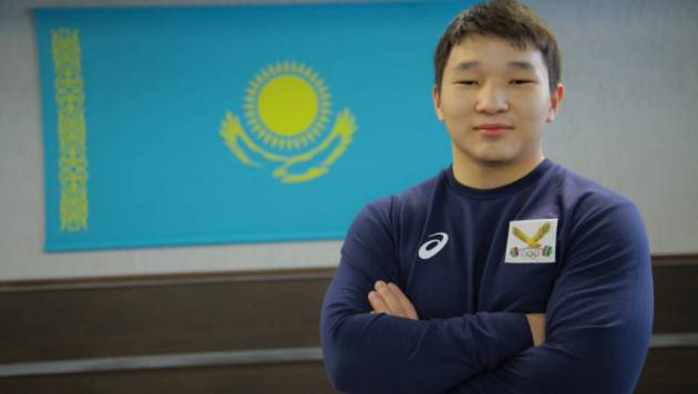 Қазақтың 16 жастағы зілтеміршісі Азия чемпионатында әлем рекордымен жеңіске жетті