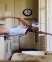 Олимпиада жүлдегері бассейн жоқта қалай жүзіп жаттығатынын көрсетті