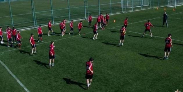 Қазақстанда бірінші футбол клубы ашық алаңда жаттыға бастады