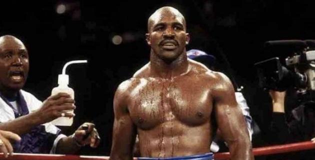 """""""Осындай денемен"""". Атақты Холифилд карьерасын аяқтауға мәжбүр еткен боксшыны атады"""