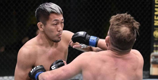 Минутқа да жеткізбеді. UFC файтері қарсыласын сол қолымен есінен тандырды