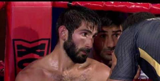 Боксшы қарсыласын бірінші раундта-ақ бір соқымен сұлатты