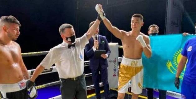 Азия чемпионы кәсіпқой бокстағы бірінші жеңісінен кейін әлемдік рейтингке қосылды