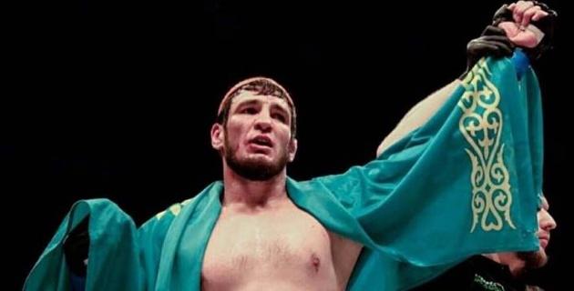 Қазақстандық Егембердиев UFC-дің экс файтерін бірінші раундта ауыр нокаутқа түсірді