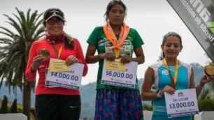 Салпыншақ киген қыз 50 шақырымдық марафонда бірінші келген