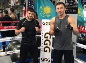Қазақстандық боксшы Геннадий Головкинмен жаттығып жүр