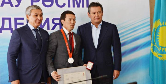 Нұрбақыт Теңізбаевқа Бейжің Олимпиадасының күміс медалі табысталды