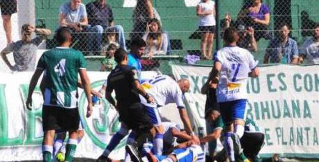Аргентинада футболшы ойында есінен танып қалды