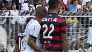 """Бразилиялық футболшы """"ұятты"""" әрекеті үшін алаңна қуылды"""