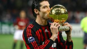 """Месси мен Роналдудың дәуірі басталмай тұрып, соңғы рет """"Алтын допты"""" иеленген футболшы спорттық мансабын аяқтады"""