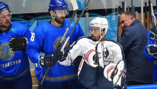 Қазақстан құрамасының хоккейшісі Назаровтың командасының ойыншысымен төбелесті