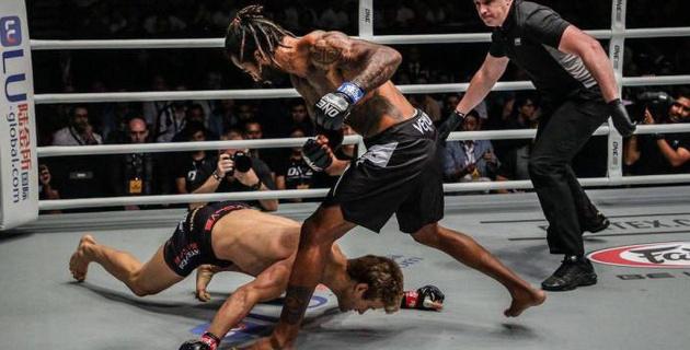 """""""Бет сүйегі сегіз жерден сынған"""". UFC-дің экс-файтері 29 секундта ауыр нокаутқа түсті"""