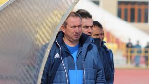 Мұндай алаңда футбол ойнауға болмайды - Станимир Стойлов